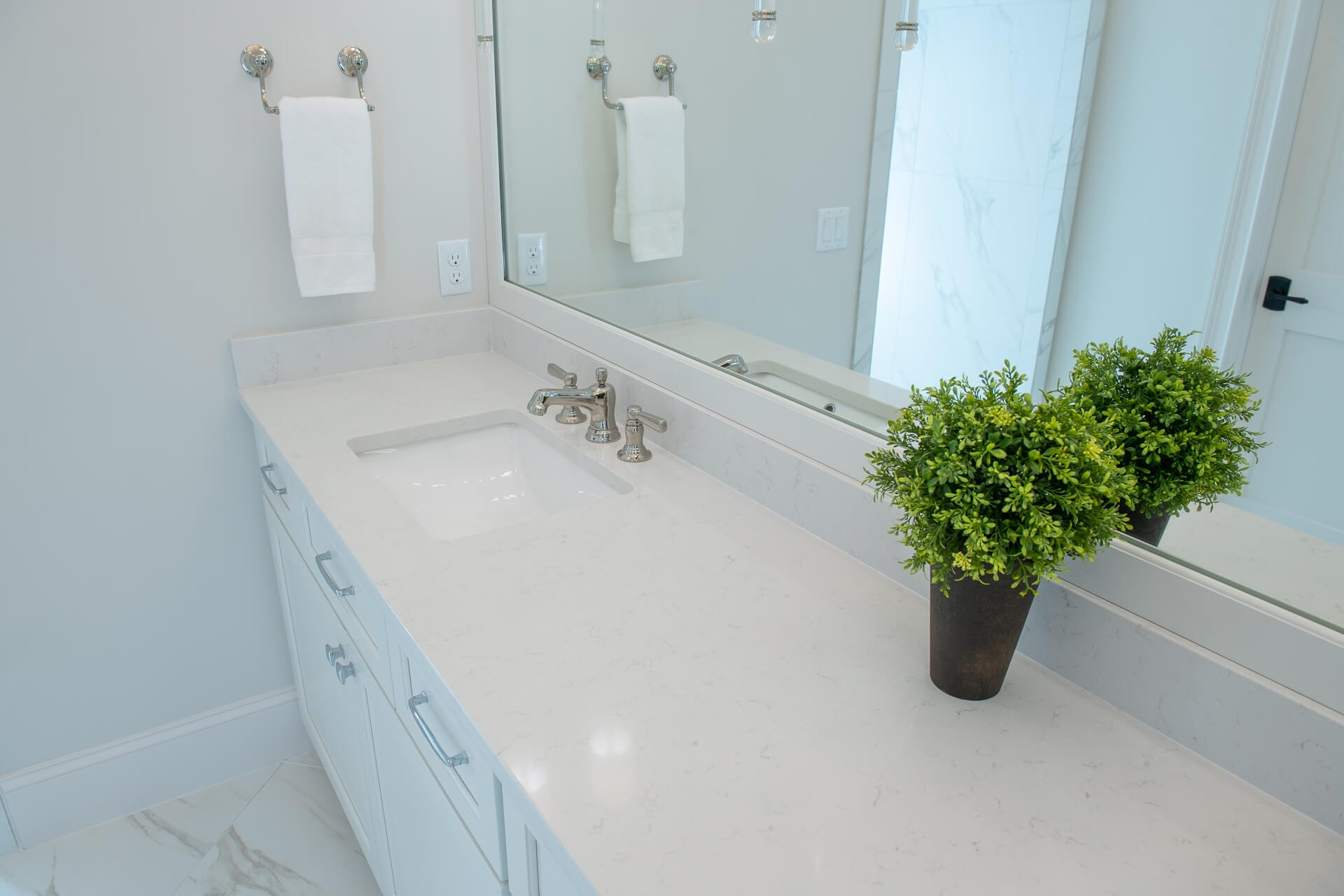 nd5 1123 Bathroom Vanity Remodeled by Magnolia Countertops. A Countertop fabricator of Granite Countertops, Marble Countertops, and Quartz Countertops in Cookeville and Crossville TN.